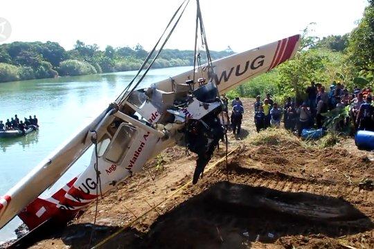 Evakuasi pesawat Cessna gunakan alat berat