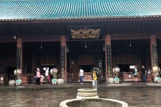 Sholat Jumat di masjid tertua di Xi'an