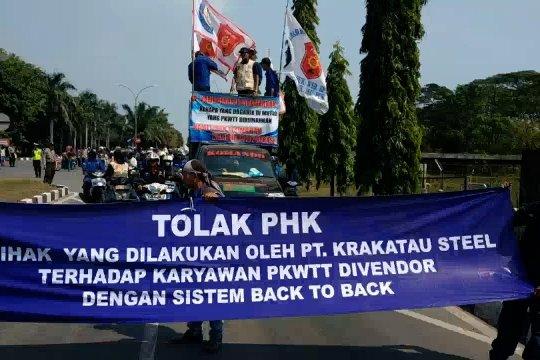 Unjuk rasa ribuan buruh PT. K-S tolak PHK sepihak