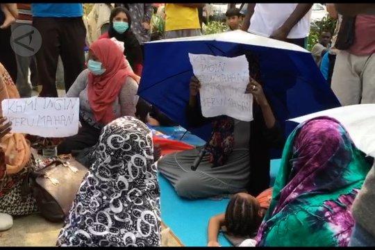 Para pengungsi Somalia unjuk rasa di kantor UNHCR