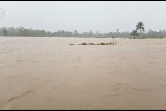 Empat Kecamatan di Banggai diterjang banjir, seorang warga meninggal dunia