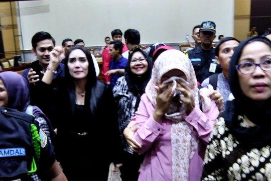 Pertimbangan amnesti disetujui Komisi III, Baiq Nuril terharu