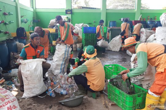 Tempat Pengolahan Sampah 3R PIK produksi 608 kilogram pupuk kompos