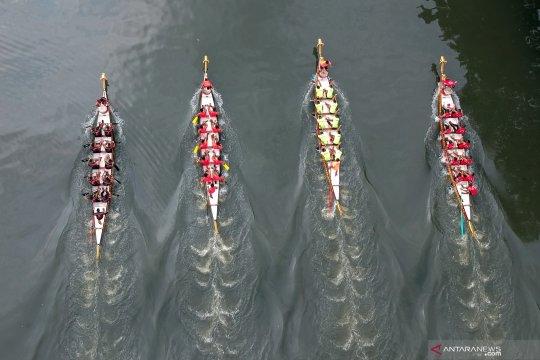 Festival perahu naga internasional di Padang