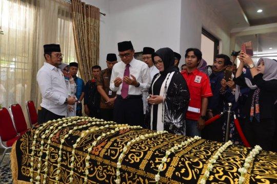Gubernur melayat ke rumah duka almarhum Ichsan Yasin Limpo