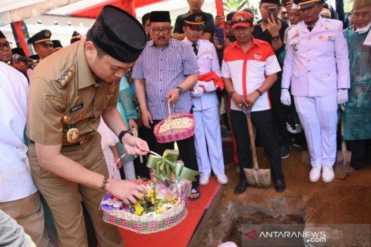 Masyarakat dua daerah antar jenazah Ichsan Yasin Limpo ke pemakaman