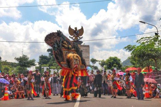 Pawai Karnaval Etnik di Trenggalek berlangsung meriah