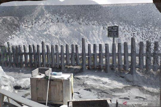 Saat erupsi kembali, Gunung Tangkuban Parahu tanpa pengunjung