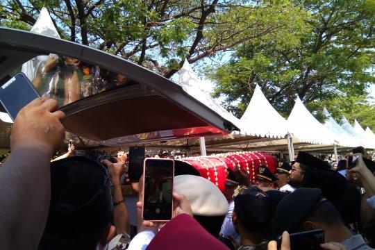 Syahrul lepas Ichsan Yasin Limpo dengan penuh haru