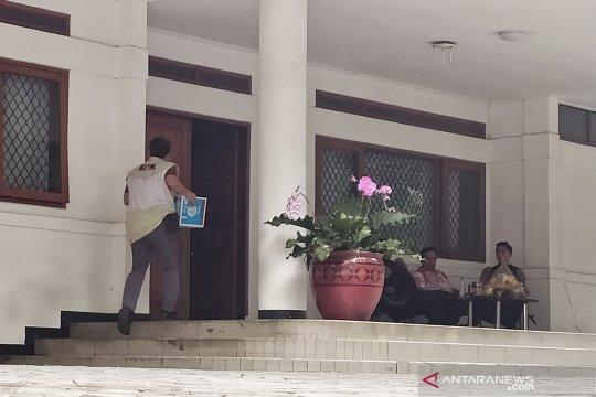 Penyidik KPK geledah rumah dinas Sekda Jabar