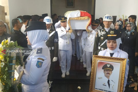 Wakil Bupati Gowa pimpin upacara pelepasan jenazah Ichsan Yasin Limpo