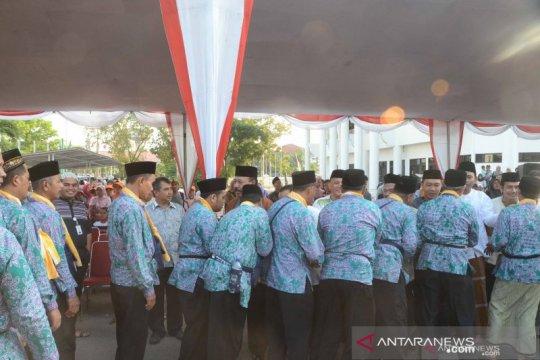 Bupati lepas rombongan jamaah calon haji terakhir dari Karawang