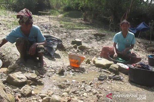 Warga Solok Selatan mulai kesulitan air bersih akibat kekeringan