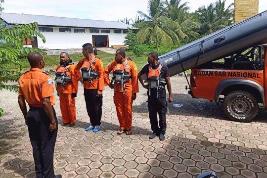 Penumpang kapal jatuh di Waren-Serui masih dicari Basarnas