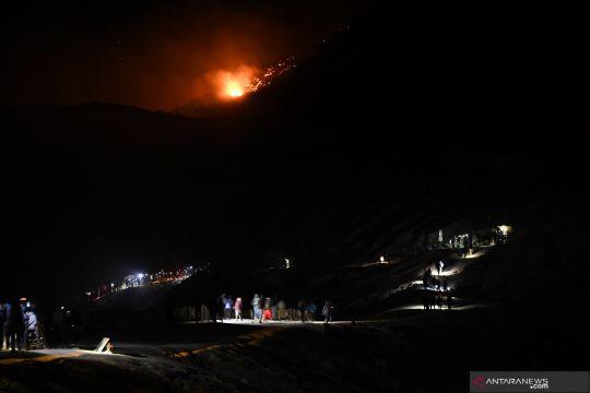 Gunung Merapi Banyuwangi terbakar