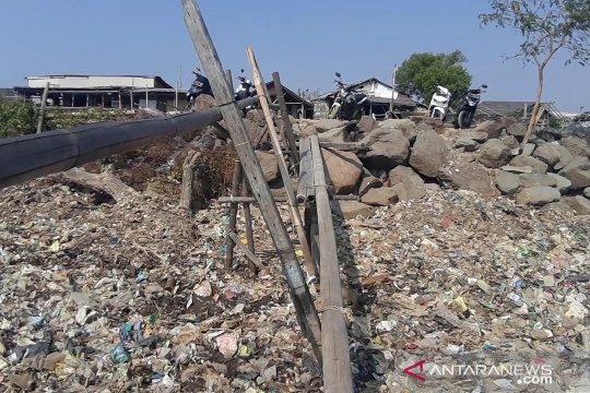Nelayan sebut sampah plastik sebabkan perairan pantai Marunda dangkal