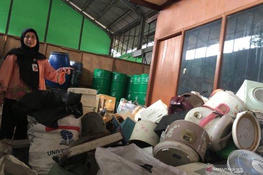 Terkendala anggaran, sampah elektronik Jakarta menumpuk di gudang