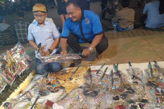 Pedagang buka lapak blangkon hingga wayang di Istana Merdeka