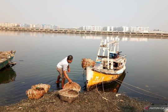 Akibat tumpahan minyak, nelayan Marunda keluhkan tangkapan berkurang