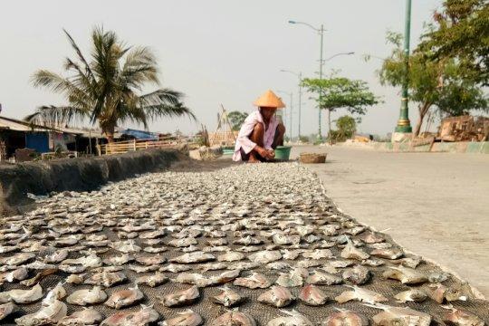 Nelayan pesisir Marunda khawatir tumpahan minyak masuk Teluk Jakarta