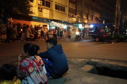 Penonton bioskop Bekasi berhamburan akibat gempa