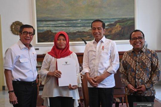 Presiden menerima Baiq Nuril