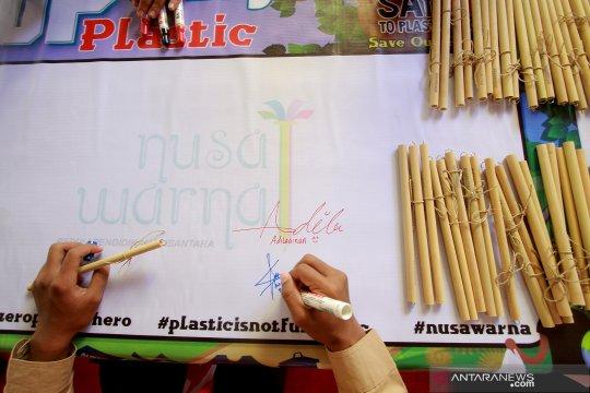 Ganti sedotan plastik dengan sedotan bambu