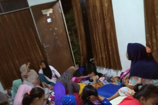 Sebagian besar warga di pesisir Pandeglang masih mengungsi