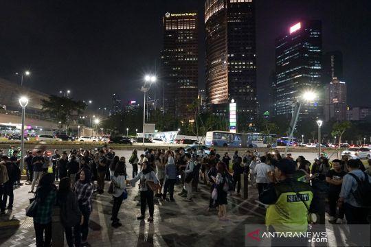 Kepanikan warga Jakarta akibat gempa Banten