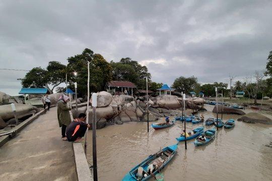 Nelayan Bintan tak bisa melaut akibat gelombang tinggi