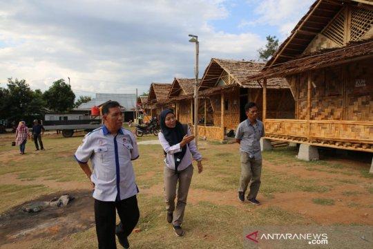 Korban gempa Palu terima 12 unit huntara bambu