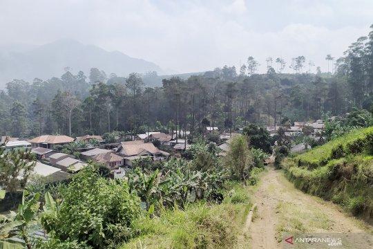 Bau belerang tercium warga Sukawana pasca-erupsi Tangkuban Parahu