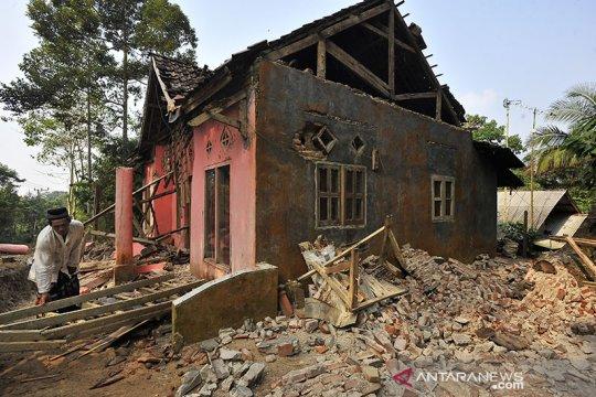 Baznas bantu evakuasi ibu hamil korban gempa Banten