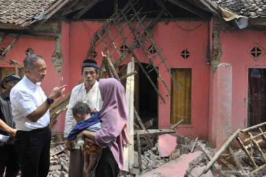 Mensos kunjungi korban gempa Pandeglang