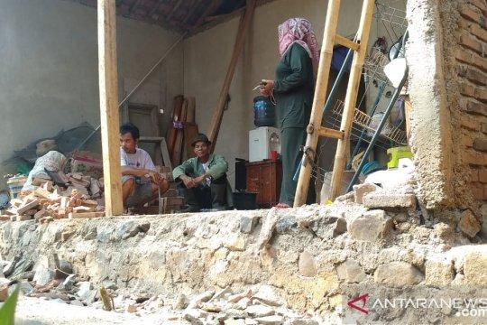 BPBD Cianjur mencatat sembilan rumah rusak akibat gempa