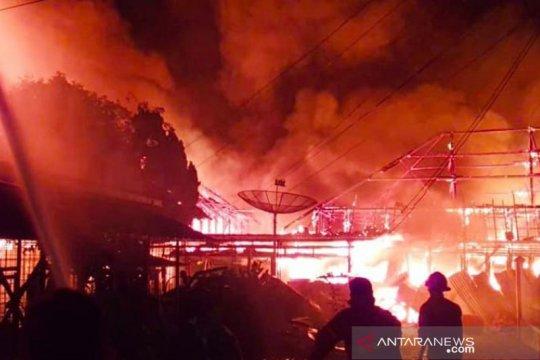 Rumah tinggal dan lapak terbakar di Cengkareng