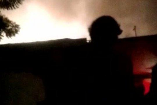25 mobil damkar tangani kebakaran rumah di Sawah Besar