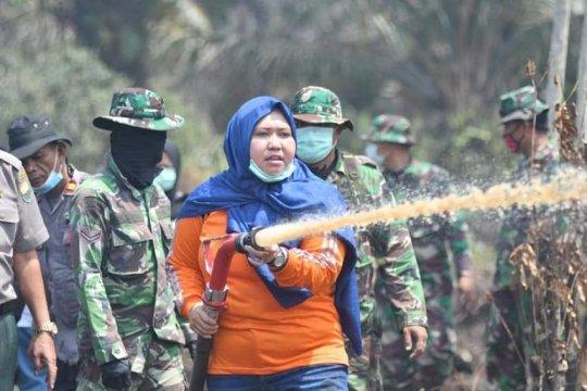 Bupati Muarojambi turut padamkan kebakaran lahan di Kumpeh Ulu