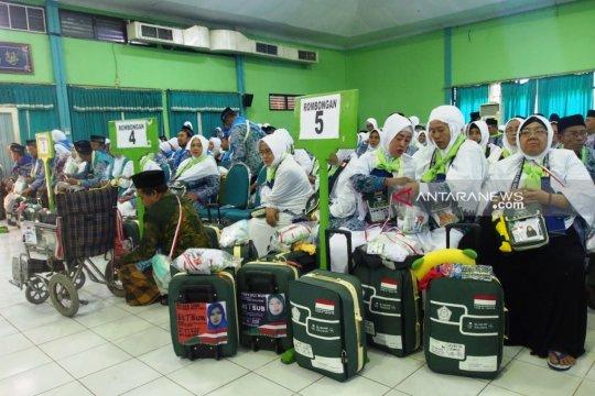 JCH kloter terakhir masuk asrama haji Surabaya