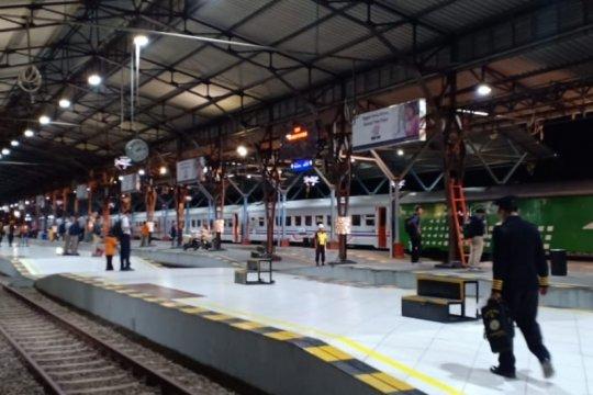 Akibat pemadaman listrik, KA lintas selatan Jawa terlambat
