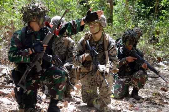 Patroli tempur Marinir Indonesia dan Amerika Serikat