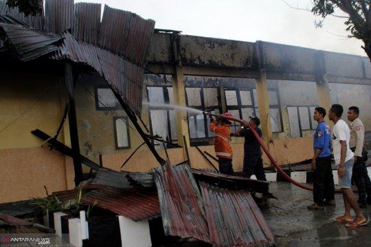 Polisi belum tahu penyebab terbakarnya gedung logistik Polda NTT