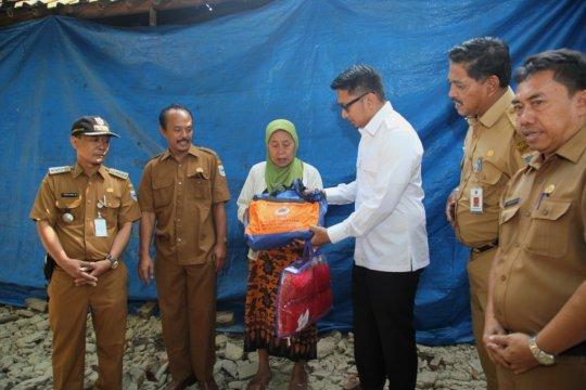 Wabup Pandeglang serahkan bantuan untuk warga terdampak gempa