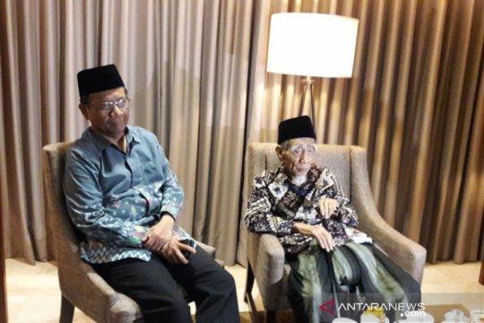 "Cerita Mahfud MD sempat dibisiki KH Maimoen ""Mbah Moen"" Zubair"