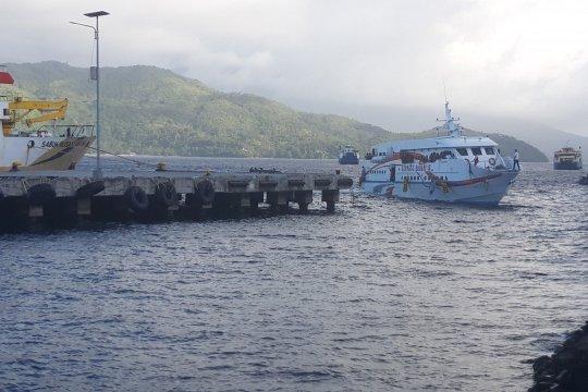 Cuaca buruk, aktivitas pelayaran Ternate-Bitung dihentikan