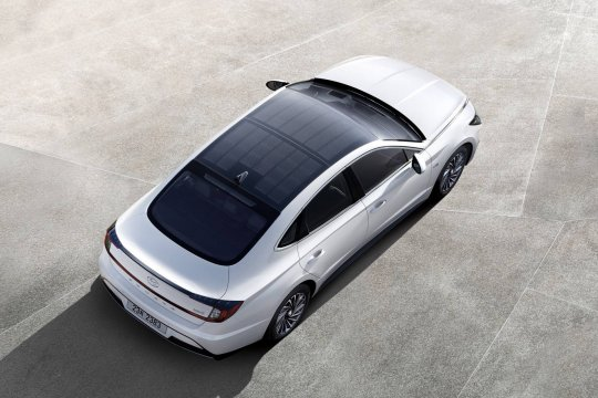 Hyundai Sonata Hybrid 2020 beratap panel surya