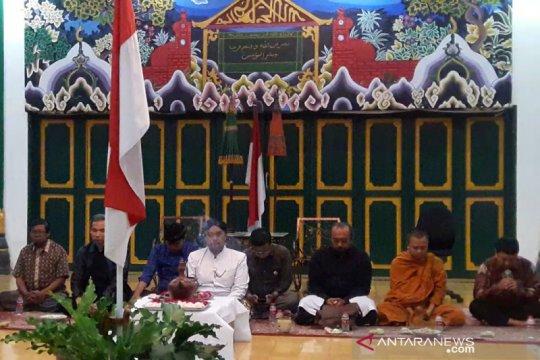 Pemuka lintas agama di Yogyakarta berdoa untuk KH Maimoen Zubair