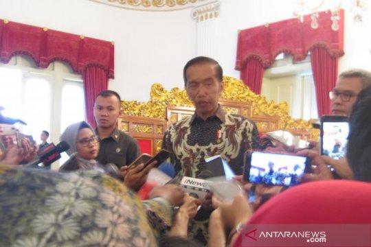 Jokowi sebut Indonesia sangat kehilangan sosok KH Maimoen Zubair