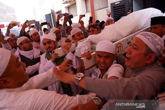 Keluarga rela Mbah Moen dimakamkan di Mekkah