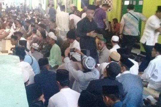 Keluarga Kiai Maimoen Zubair dari Rembang segera ke Mekkah